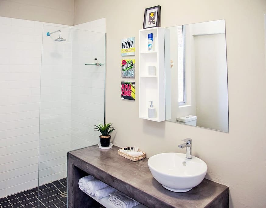 Our modern bathroom shower combo boosts daily towel, soap, shower gel, conditioner, toilette roll change for all our guests.