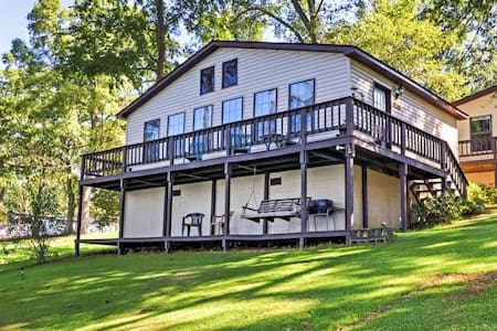 Lakefront 2BR Georgetown Cabin w/Private Dock - Georgetown - Cabin
