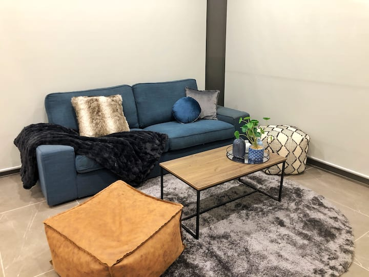 Luxury Apartment beside Macquarie Shopping Centre
