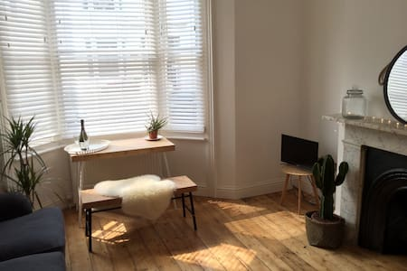 Beautiful City Centre Apartment - Daire