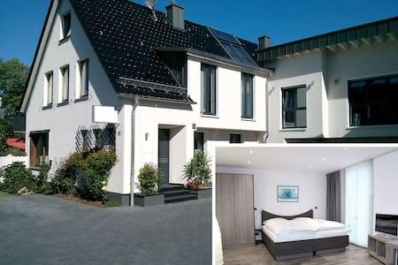 Komfortables Gäste-Apartment in zentraler Lage (B) - Burscheid - Wohnung