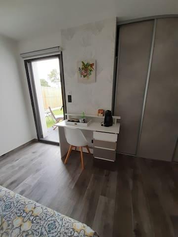 Chambre avec douche et terrasse privées