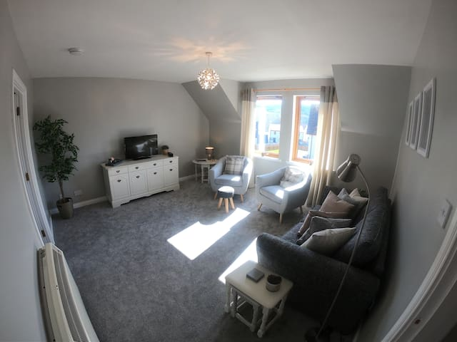 Superb 2 bedroom flat just 9 miles from Inverness