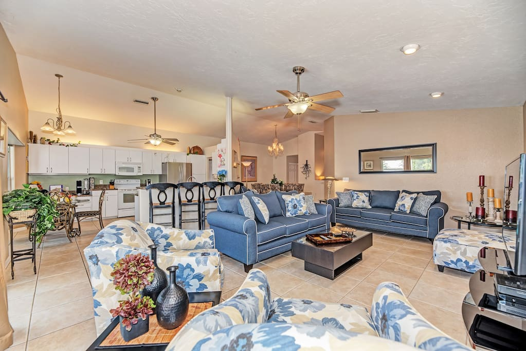 Open concept Living Room with Pullout Queen Sofabed