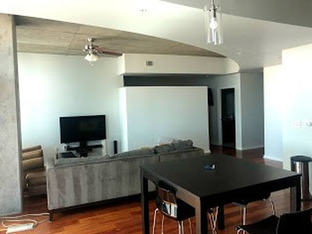 Riverfront Park - Glass House High Rise Living