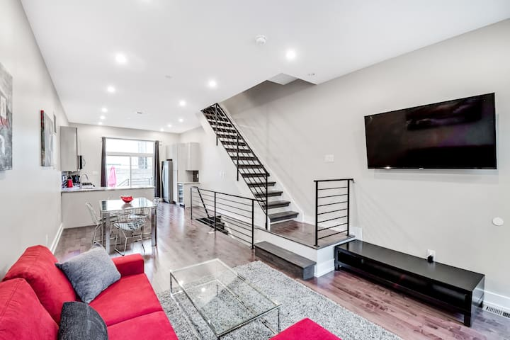 Gorgeous 4BD House with Roof Deck and Patio