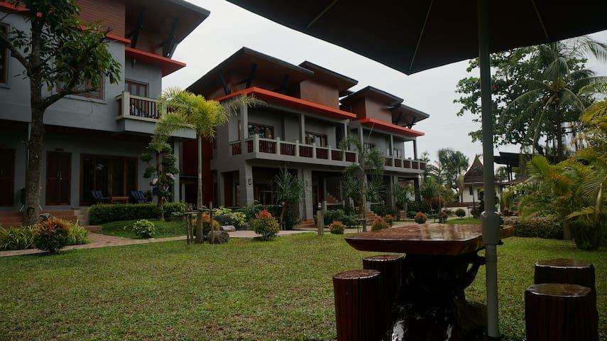 Lanta Intanin Resort (Deluxe garden room)