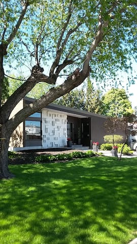 Gorgeous 1960 modern turnkey house 14min downtown