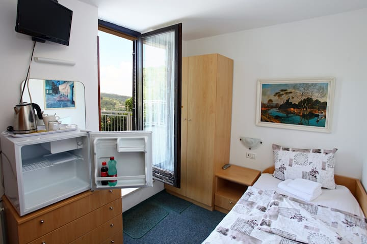 SB21 Room with city and sea view - Lucija
