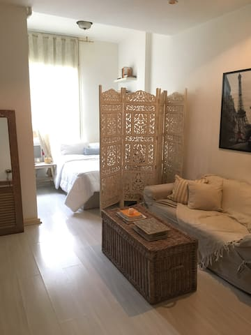 Kitnet confortável / Cozy studio apartment