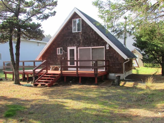 Cozy cottage, close to beach , wi fi, woodstove - Rockaway Beach - Chalet