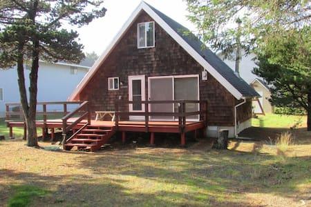 Cozy cottage, close to beach , wi fi, woodstove - Rockaway Beach - Mökki