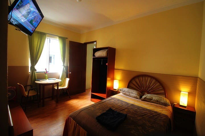 1 Miraflores Private Room & Bath for 1 to 4 guests