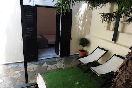 Julies holiday studio near the sea in Kokkini Hani