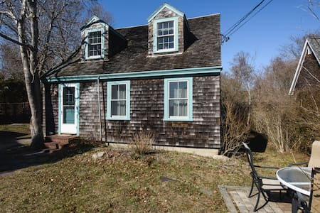 Cozy, well-appointed cottage in Woods Hole village