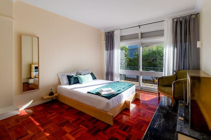 ✪ Sunny Double Bedroom in Garden | Casa da Música