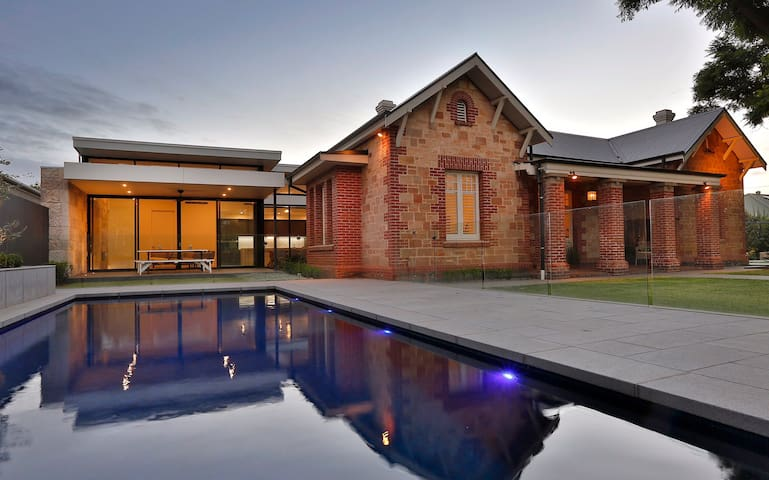 Stylish Estate Within Walking Distance to CBD