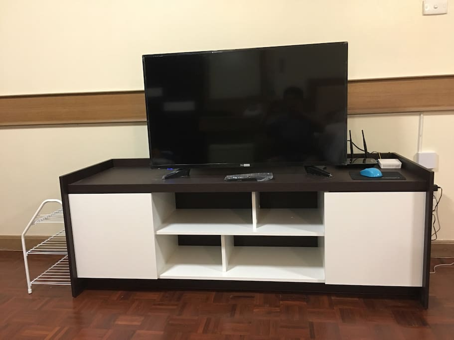 "42"" Smart TV Set"