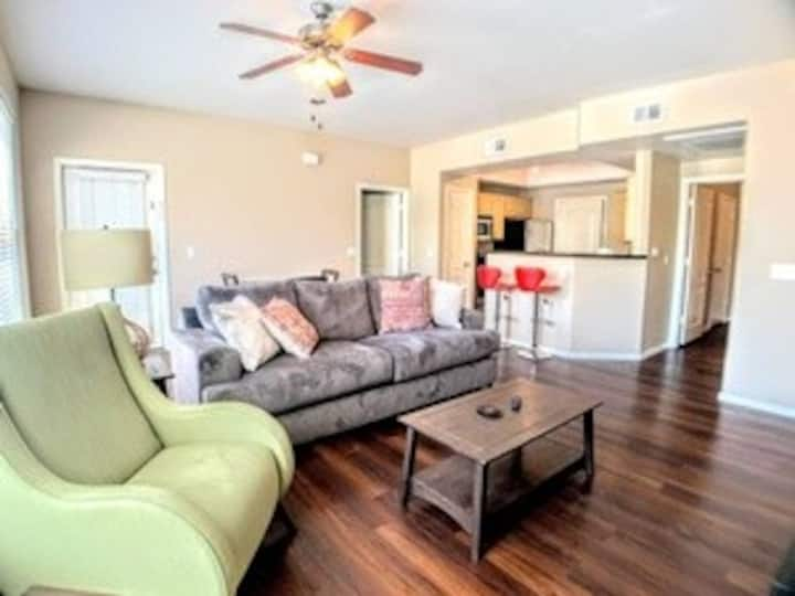 T2│Huge Condo on the Lightrail│2Bed/2Bath│Pool/Spa