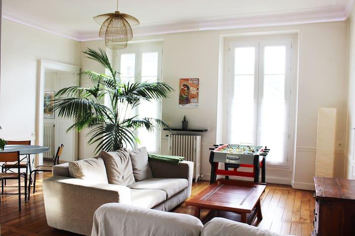 L'Oberkampf (Grand appartement en coeur de ville)