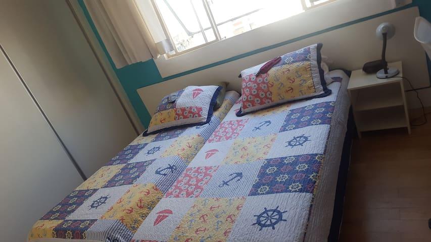Belíssimo quarto para Casal ou Solteiros