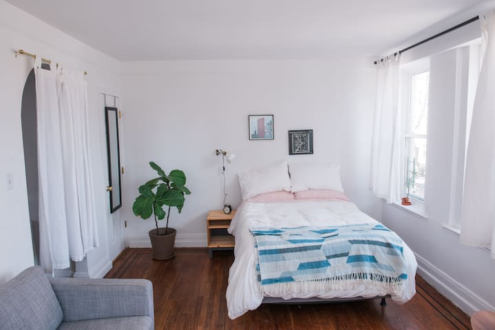 X-Large 1 Bedroom on McCarren Park