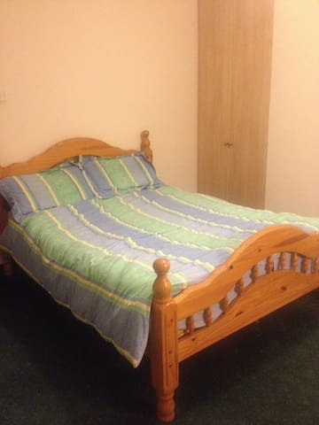 Ensuite - double bed & Wifi. 20 mins walk to Ennis - Ennis - Ev
