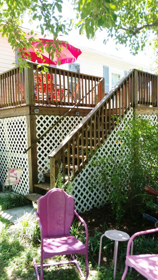 Lovingston Get-Away Stairs to the deck and entrance.