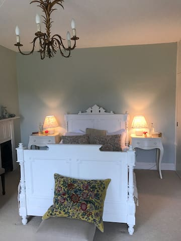 Gibs' gorgeous room, Ellesmere House, Castle Cary