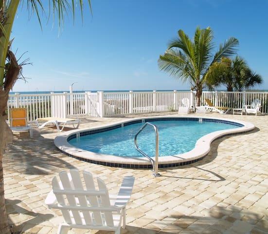 Sunset Villas Beach Front Unit #4 - Redington Shores - Wohnung