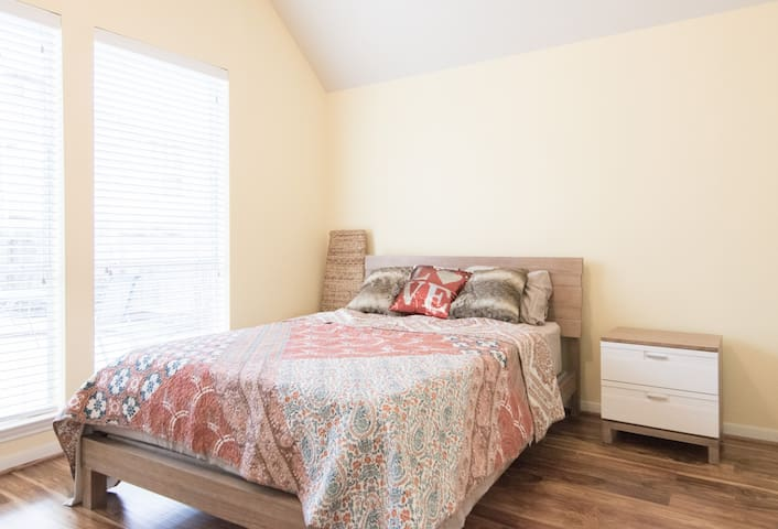 Travel Professional/Private Bed-Bath #2