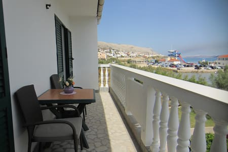 Capić Apartman 2 with sea view - Pag