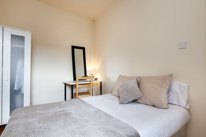 Manchester First Floor Double Room - Manchester - Rumah