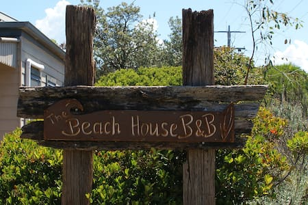 "The Beach House ""B&B"" - Bed & Breakfast"