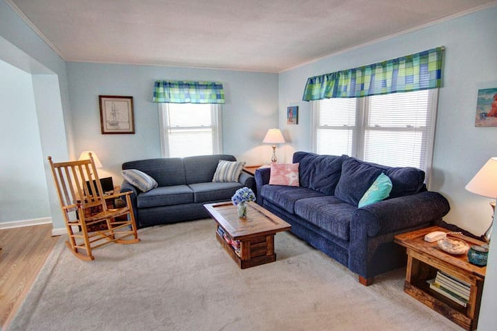 Windjammer Unit V -- Oceanfront 2 BR Condo w/Ocean Views, Community Hot Tub and Pool Access