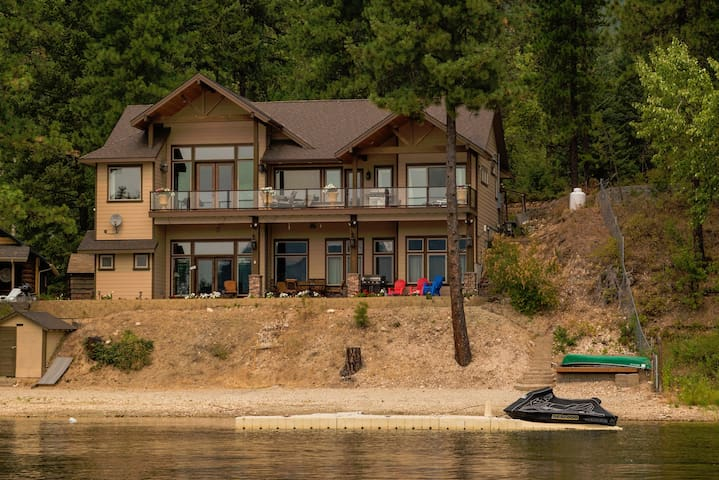 The Lake House on Deer Lake