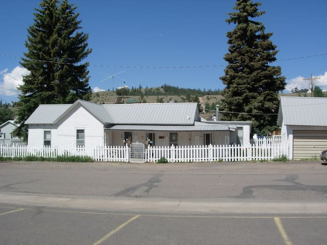 The Poppy House - Creede - Casa