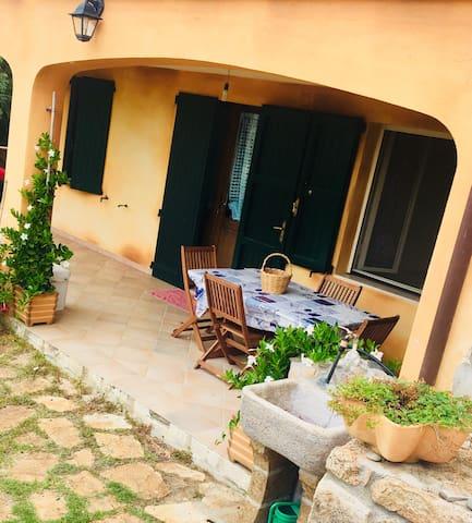 Appartamento in villa con giardino vicino al mare