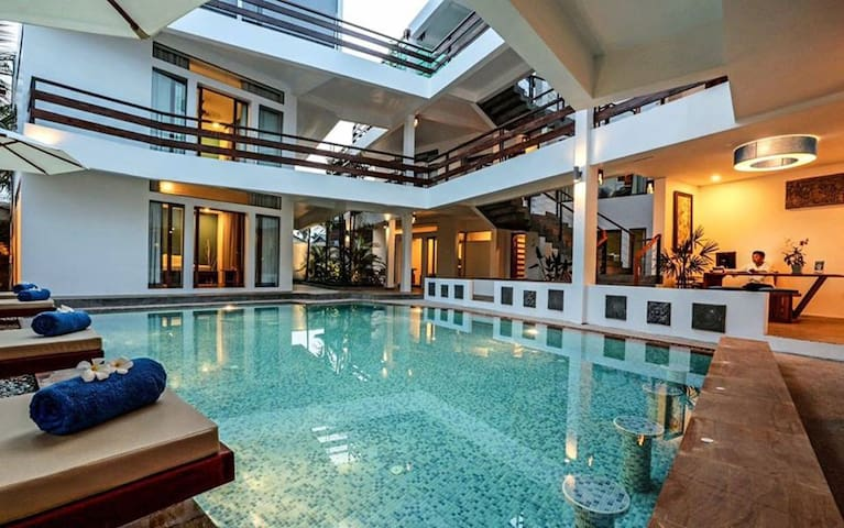 Private Room for 2 people with Pool View