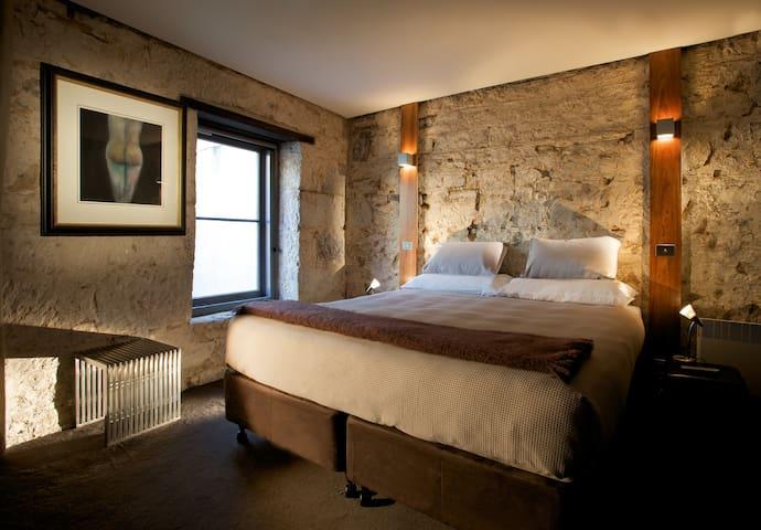 Salamanca Dockside - 2br apartment within rustic sandstone warehouse