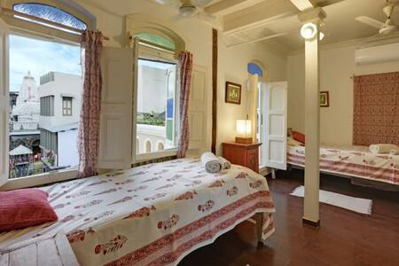 TwinBed+private balcony in 150Yr.old Heritage Home