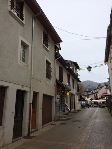 Duplex centre village