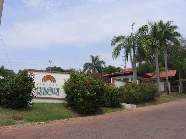 COMFORTABLE AND QUIET AT GIRARDOT RESORT - Girardot - Apartment