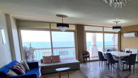 MIDPOINT   Sea View (families only)