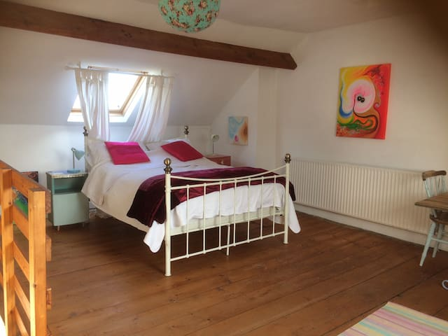 Spacious room in quaint village of Appledore - Appledore - Casa