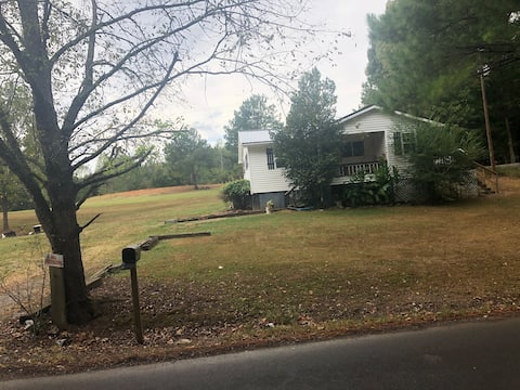 3 bedroom country cottage house close to Nashville