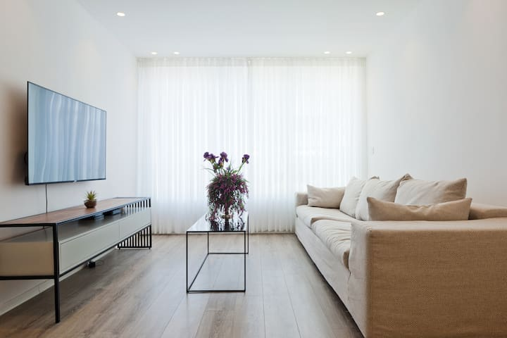 Bat Yam Luxurious Two-Bedroom Apartment
