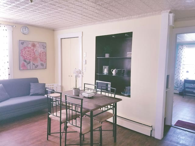 ★Sunny 1BR Apt★Kitchen, Parking| Downtown Lowell