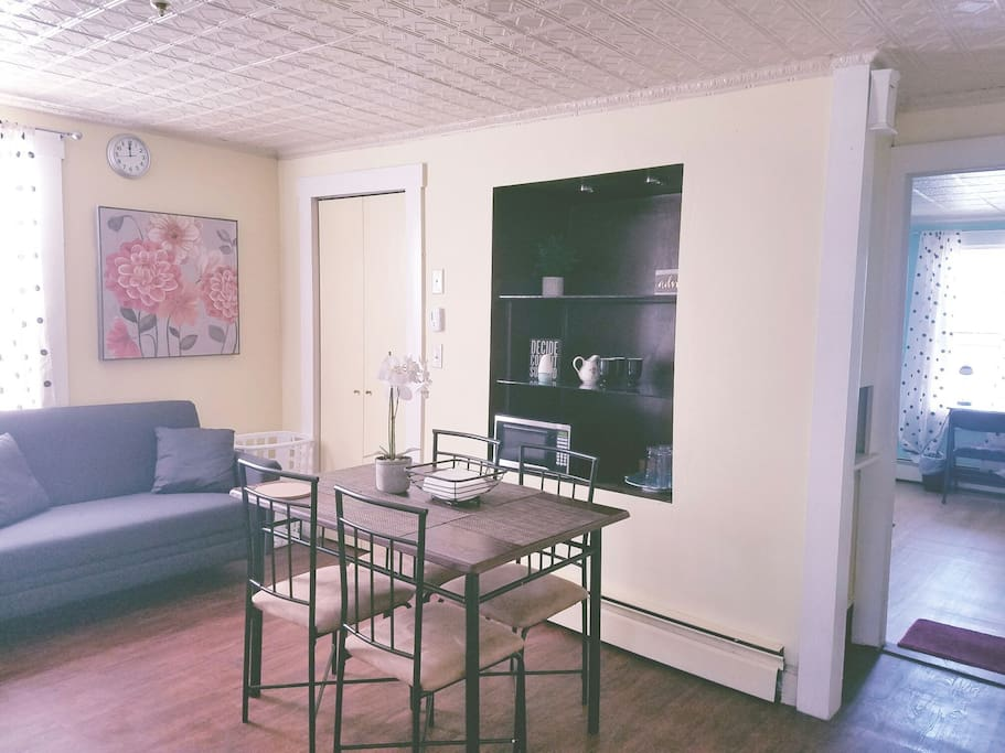 Sunny 1br Apt Kitchen Parking Downtown Lowell Apartments For Rent In Lowell Massachusetts
