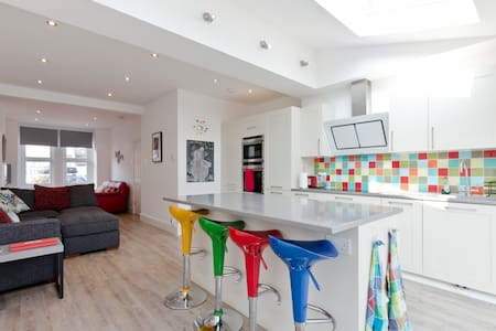 Modern 2 Bedroom and Private Bathroom - London - Haus
